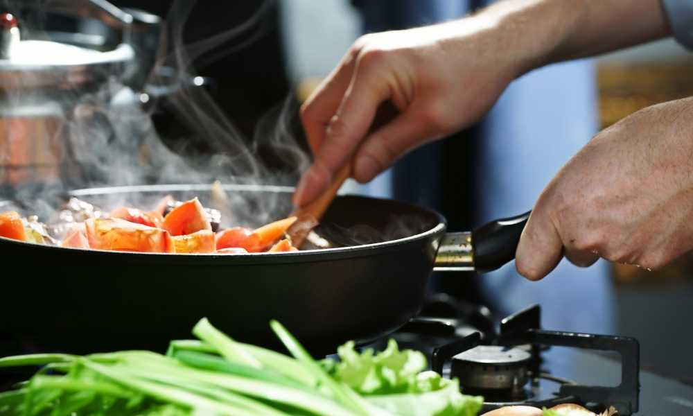 Cast Iron Skillet vs Frying Pan: Which Is Best?
